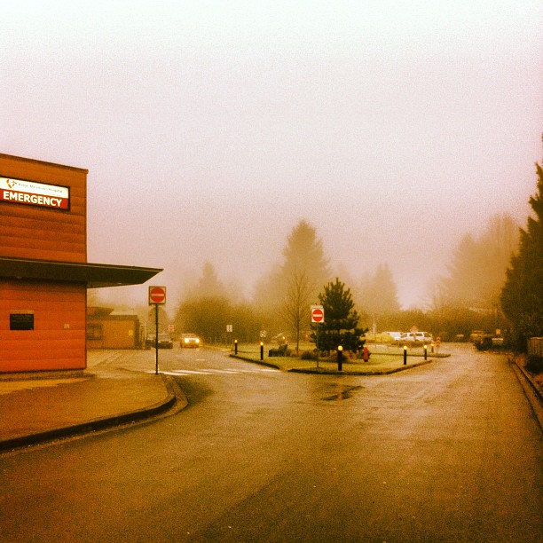 Foggy morning at the Ridge Meadows Hospital (Emergency) in Maple Ridge lights