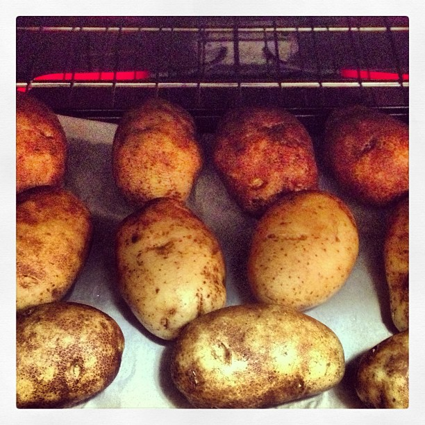 Backing potatoes for dinner. Anyone hungry?!