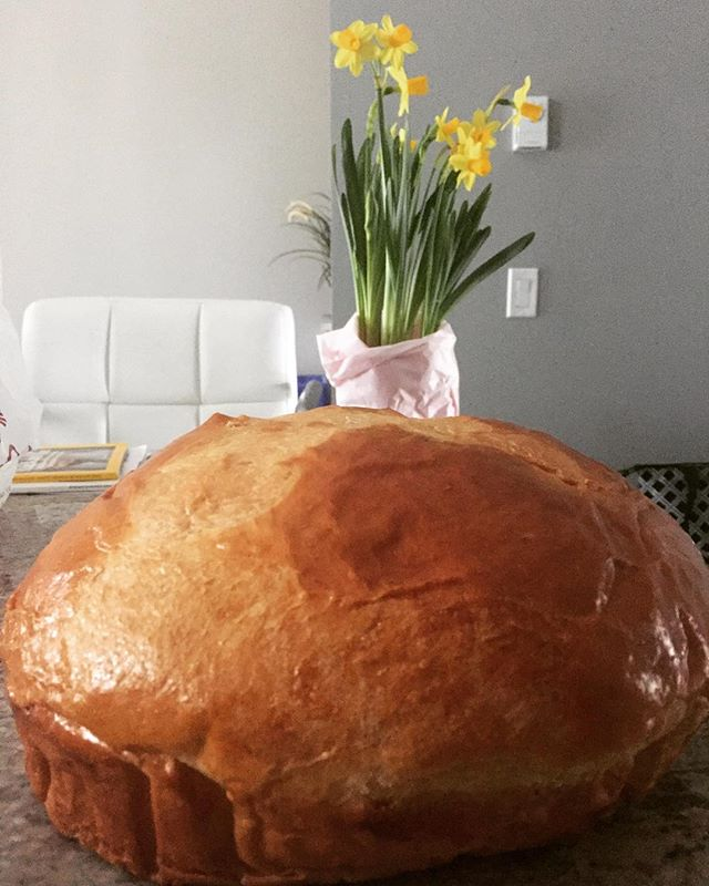 Sweet bread and daffodils